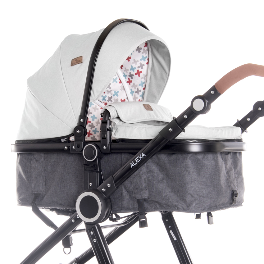 carrycot transformable into a seat